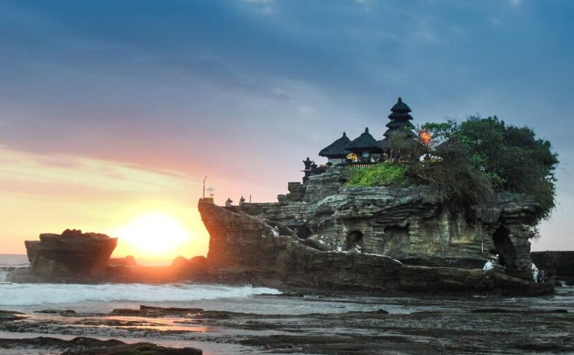 Pura Tanah Lot et coucher de soleil