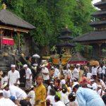 Cérémonie religieuse Goa Lawah