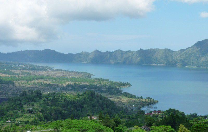 Sur les rives du lac Batur