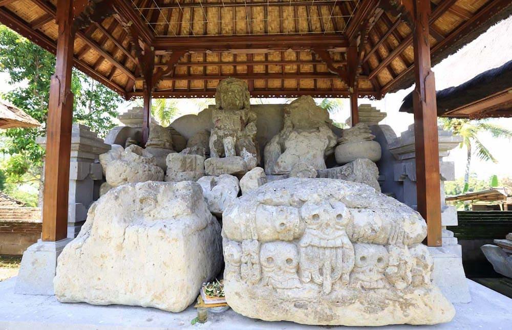 Statues anciennes de Pura Kebo Edan