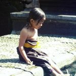Jeune enfant à Tirta Empul