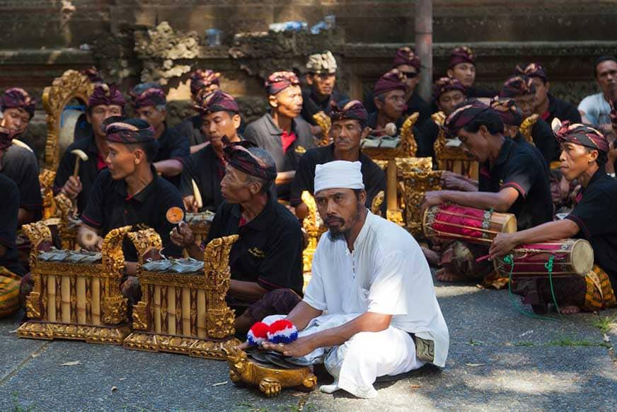 Groupe de gamelans à Goa Gajah