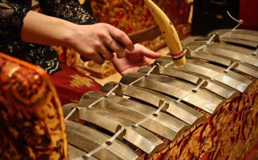 L'orchestre de gamelanet le baris : deux traditions indonésiennes