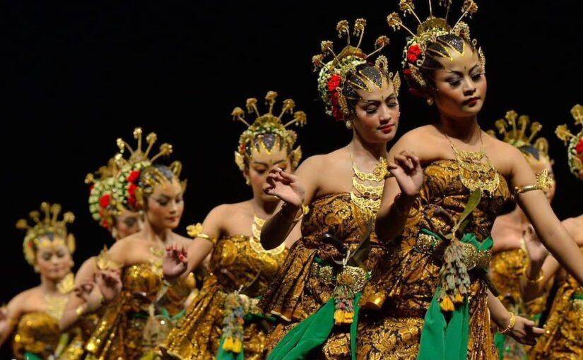 Histoire, légendes et coutumes autour de la danse bedhaya de Java